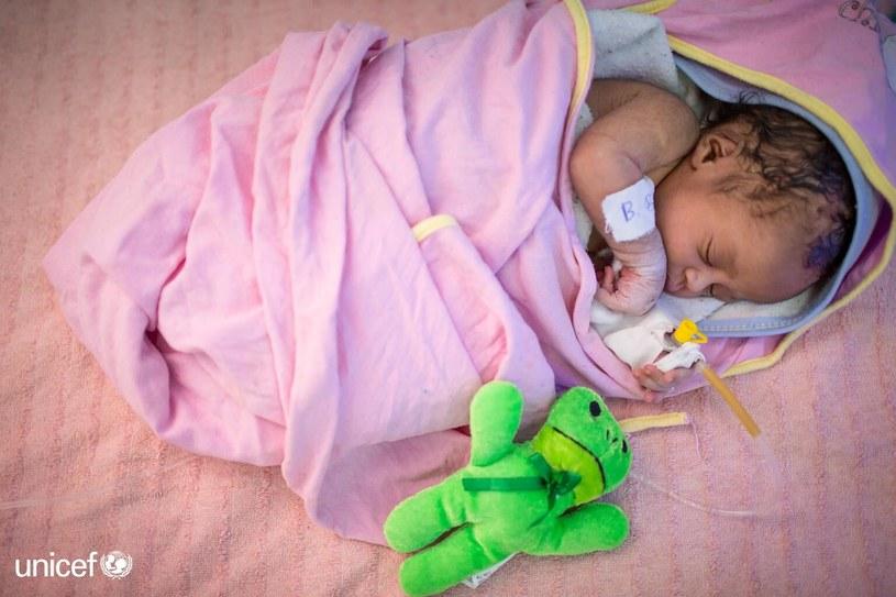 Dzieci urodzone w najbogatszych krajach mają nawet 50 razy większe szanse na przeżycie pierwszego miesiąca życia niż dzieci w najuboższych regionach świata. /UNICEF