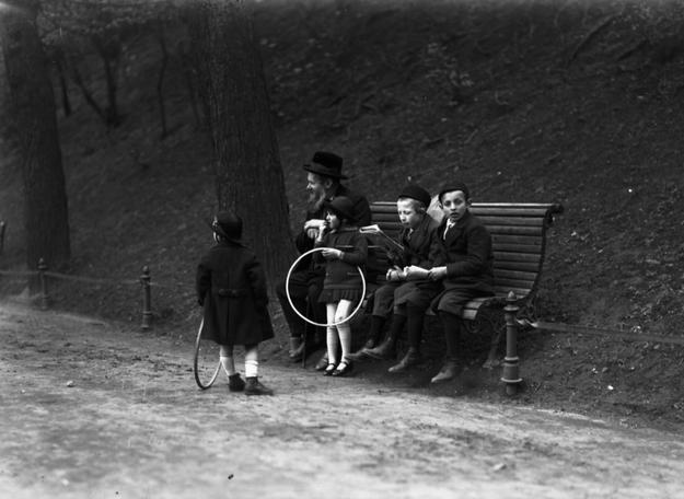 Dzieci żydowskie z Krakowa. Zdjęcie przedwojenne /Z archiwum Narodowego Archiwum Cyfrowego