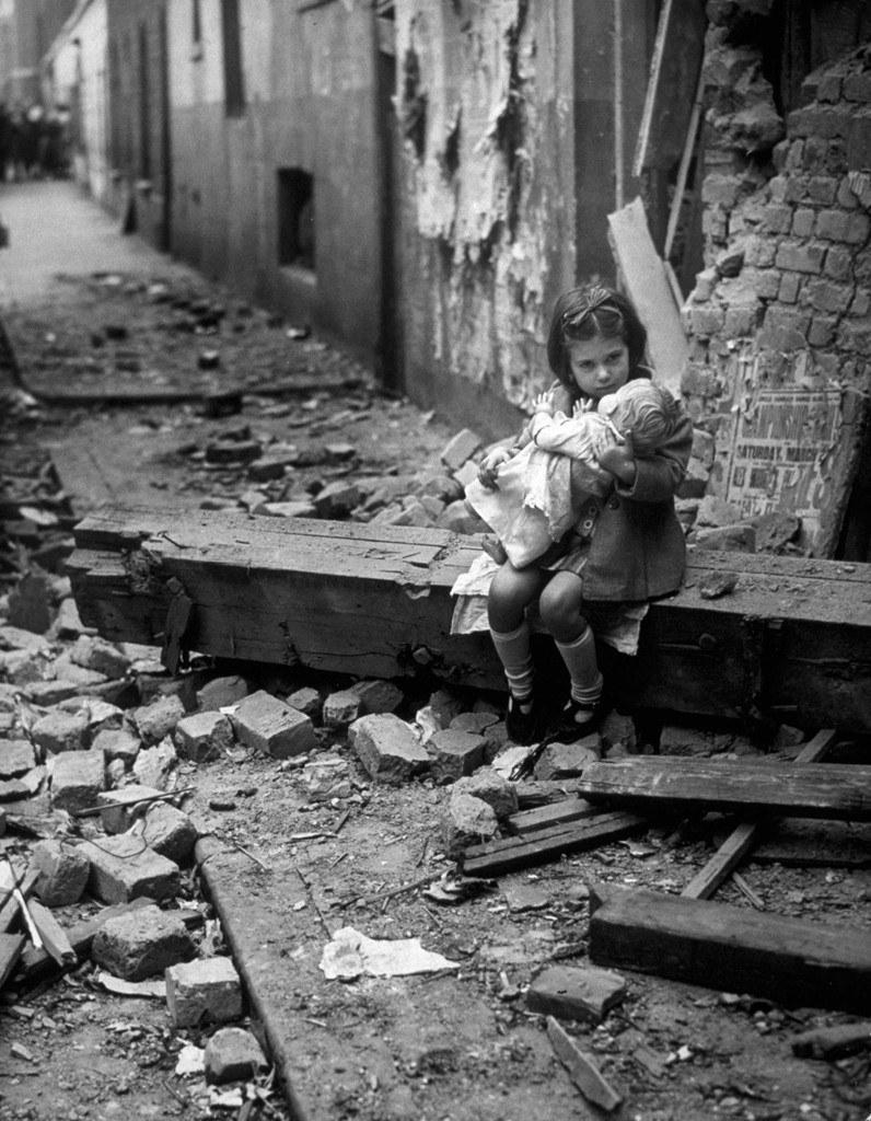 Dzieciom, nawet w najtrudniejszych warunkach, trudno zapomnieć o zabawie /Agnieszka Lisak – blog historyczno-obyczajowy