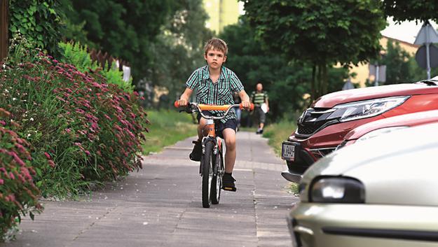 dziecko na rowerze /Motor
