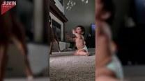 Dziecko, pies i bańki mydlane