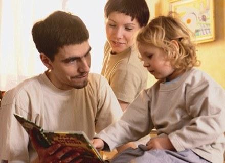 Dziecko potrzebuje rodziców, którzy stanowią dla niego autorytet /INTERIA.PL