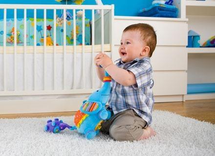 Dziecko w tym wieku powinno mieć większy zasób słownictwa /© Panthermedia