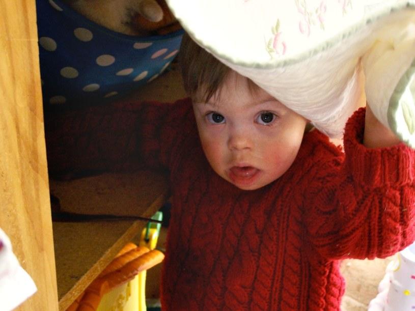 Dziecko zdrowe odczuwa często wstyd i upokorzenie z powodu inności swojego brata /123RF/PICSEL