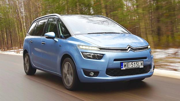Dzięki dużej powierzchni szyb widoczność z auta jest bardzo dobra. /Motor