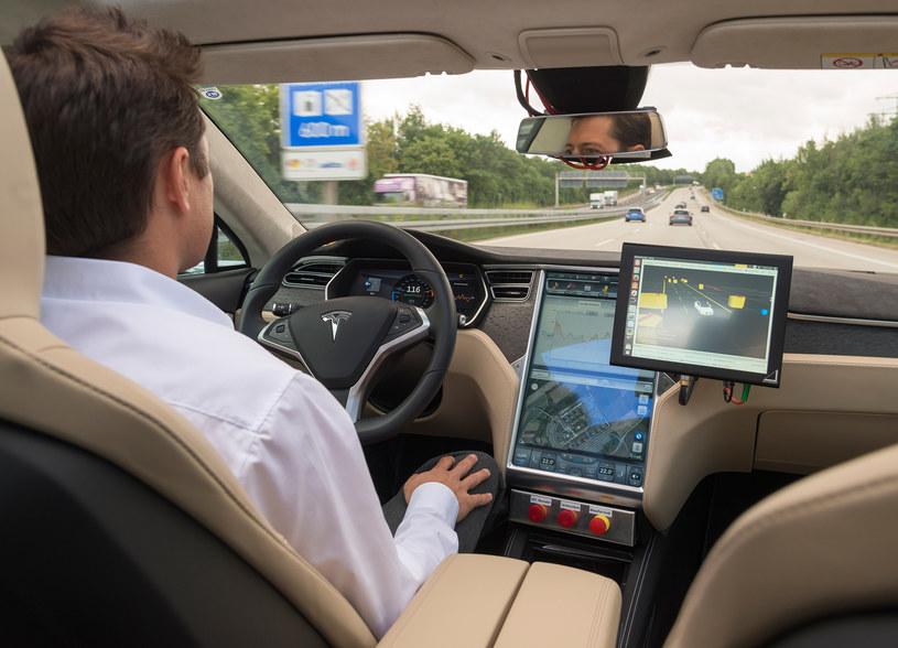 Dzięki inicjatywom Bosch i TomTom już za 5 lat po autostradach samochody będą jeździć automatycznie /materiały prasowe