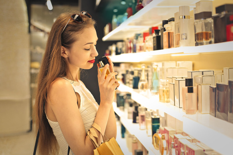 Dzięki kilku sprawdzonym trikom zapach będzie trzymał się dłużej /©123RF/PICSEL