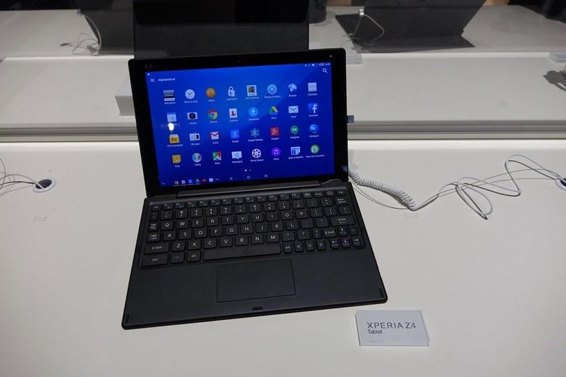 Dzięki klawiaturze z Xperia Z4 Tablet można zrobił mały komputer z Androidem /INTERIA.PL