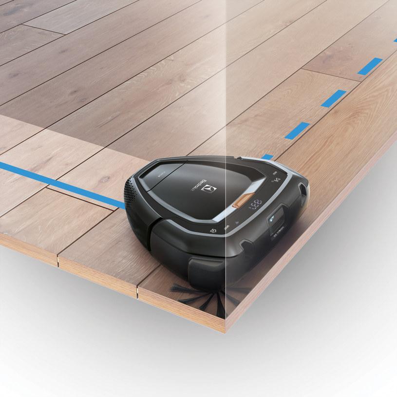 Dzięki nietypowym kształtom i szczoteczce, która wystaje poza obrys obudowy PUREi9 radzi sobie z każdym rogiem /INTERIA.PL/materiały prasowe