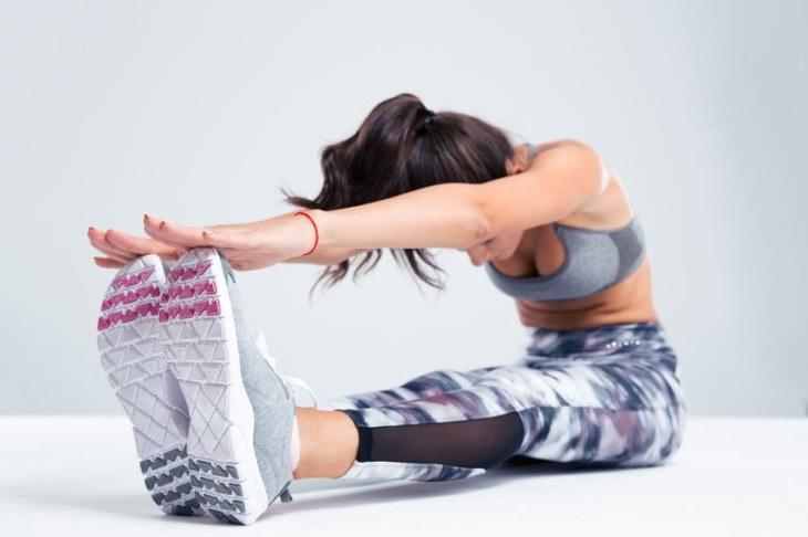 Dzięki rozciąganiu przede wszystkim zwiększamy mobilność naszych mięśni i stawów /123RF/PICSEL