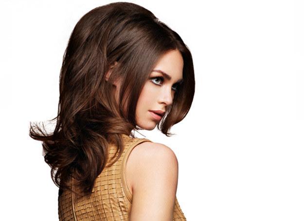 Dzięki termolokom zwiększysz objętość włosów /materiały prasowe