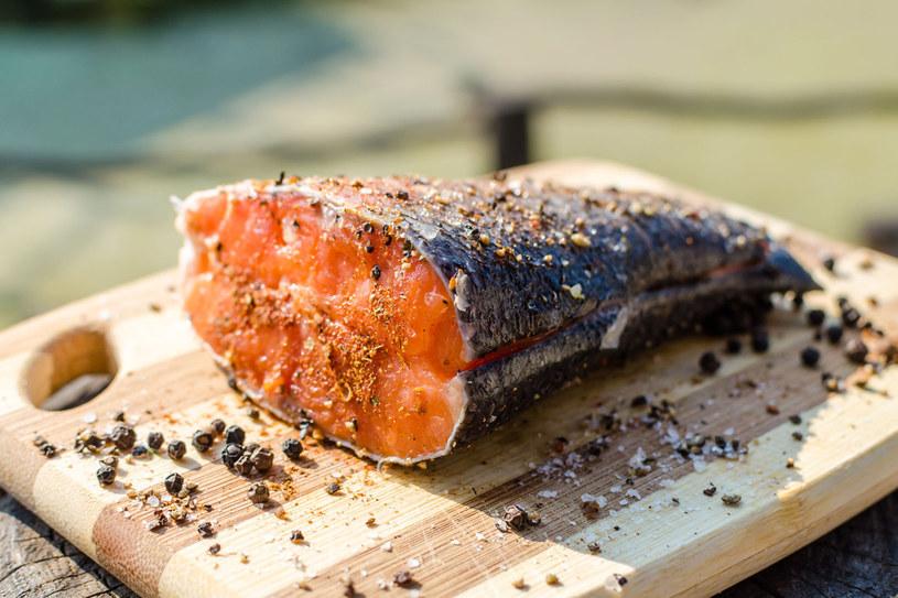 Dzienne zapotrzebowanie na kwasy omega-3 zaspokaja już kęs makreli, ale pangi musiałabyś zjeść aż 2 kg! /123RF/PICSEL