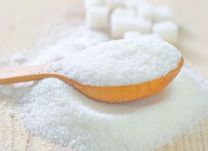 Dziennie można spożywac do 12 łyżeczek cukru /123RF/PICSEL