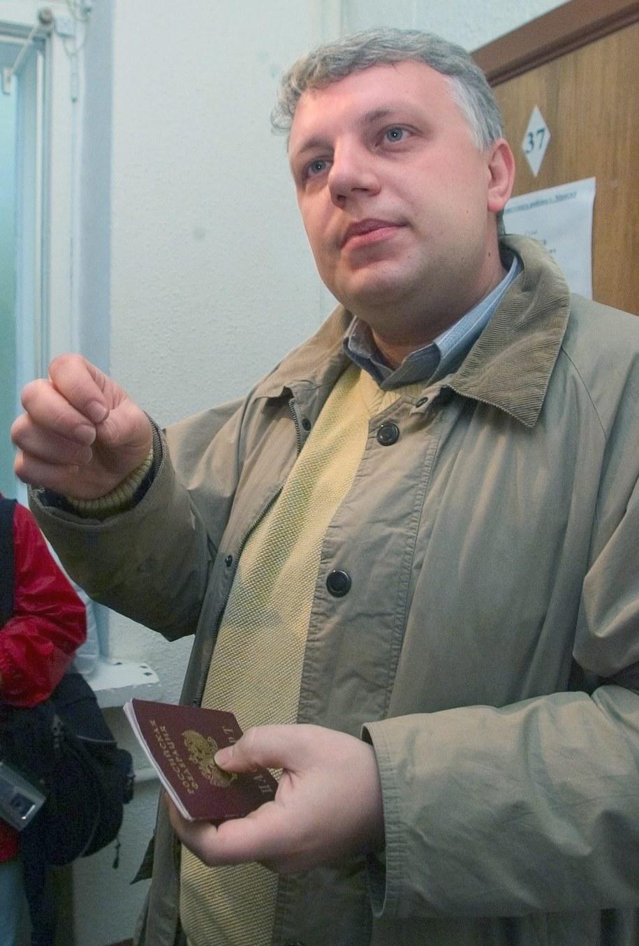 Dziennikarz Paweł Szeremet na zdjęciu z 2004 roku /MAXIM MALINOVSKY  /PAP/EPA