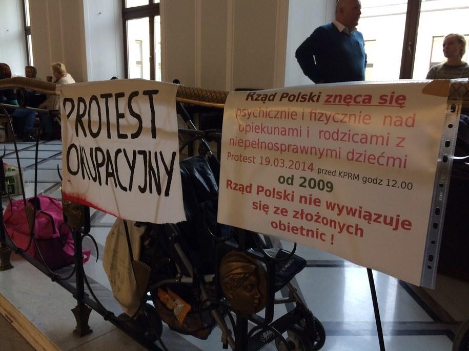 Dziś do protestujących mają dołączyć kolejne rodziny /Mariusz PIekarski /RMF FM
