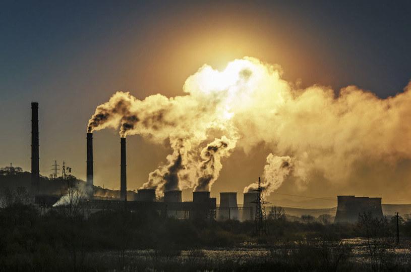 Dzisiaj ponad połowa emitowanych gazów cieplarnianych pochodzi tylko od 25 producentów korporacyjnych i państwowych /©123RF/PICSEL