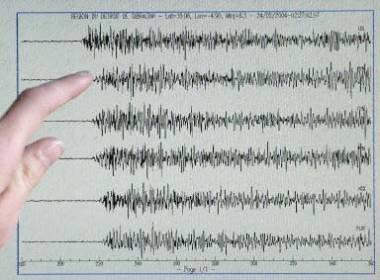 Dzisiejsze wstrząsy miały siłę ponad 5 stopni w skali Richtera /AFP