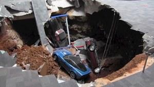 Dziura atrakcją muzeum Corvette
