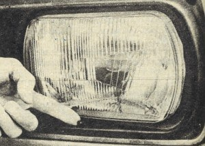 Dźwignia regulująca pochylenie reflektora... /Motor