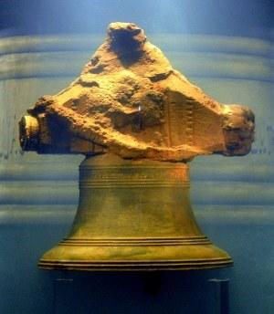 Dzwon odzyskany z wraku /Odkrywca /Odkrywca