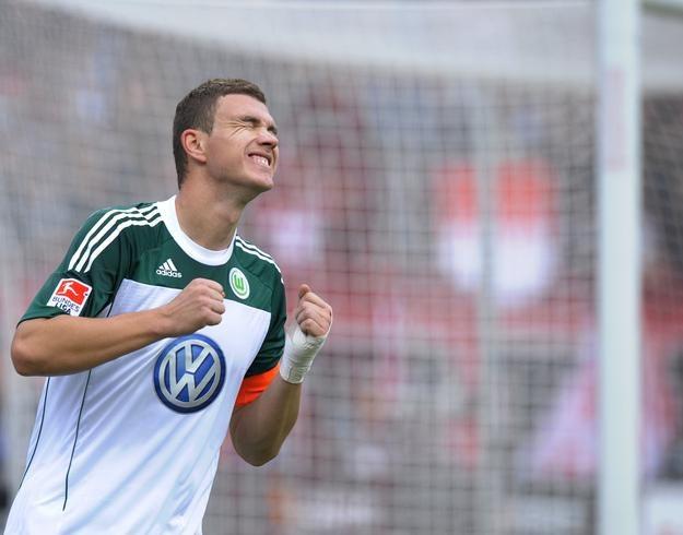 Edin Dżeko - najdroższy piłkarz w historii Bundesligi /AFP