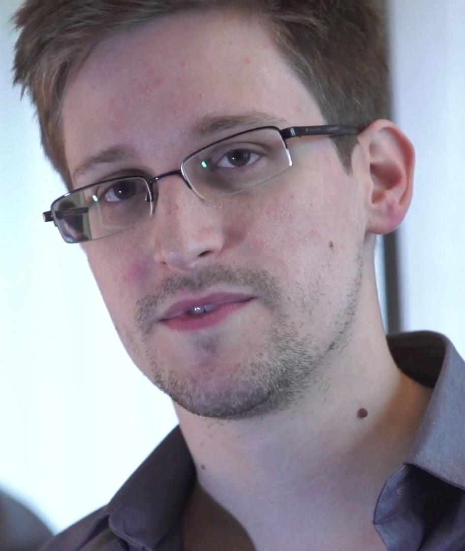 Edward Snowden oficjalnie ubiega się o azyl w Rosji /LENN GREENWALD / LAURA POITRAS  /PAP/EPA