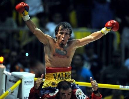 Edwin Valero obronił tytuł mistrza świata /AFP