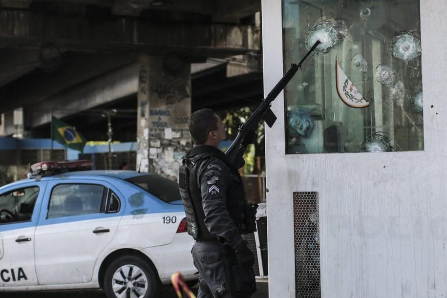 EFE podkreśla, że wzrost przemocy nie ogranicza się jedynie do Rio de Janeiro. /Antonio Lacerda /PAP/EPA