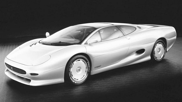 Efekt trzyletniej działalności projektantów Jaguara - XJ 220. /Jaguar