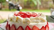 Efektowny tort z truskawkami