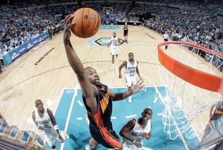 "Efektowny ""wsad"" Barona Davisa z meczu Golden State Warriors -  New Orleans Hornets /AFP"