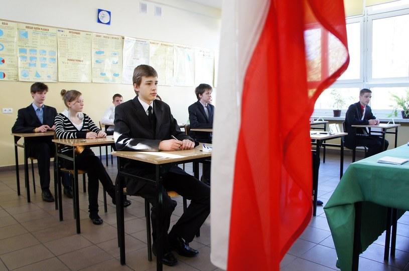 Egzamin gimnazjalny 2017 rozpoczyna się w środę, 19 kwietnia /Tomasz Jodlowski /Reporter
