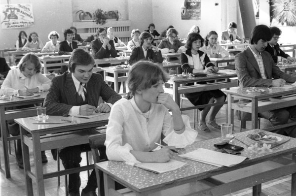 Znalezione obrazy dla zapytania wieczny student prl