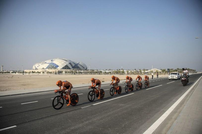 Ekipa CCC Sprandi Polkowice podczas wyścigu w Katarze /AFP