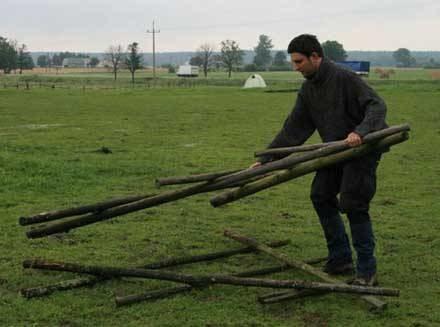 Ekolodzy budują obóz /RMF
