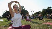 Ekologiczna joga na trawie
