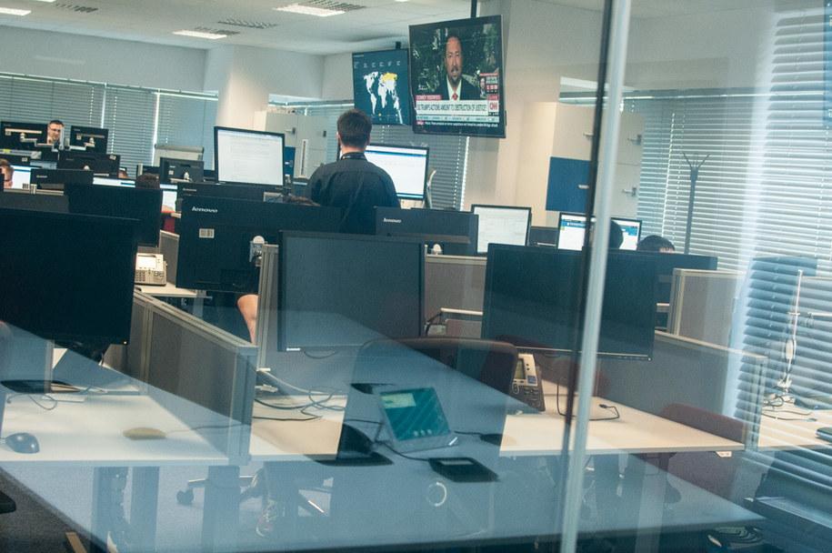 Ekrany komputerów w Centrum nieprzypadkowo są wyłączone - tak, aby nikt nie mógł podejrzeć wyswietlających się na nich analiz pod katem cyberataków /Mat. prasowe /RMF FM