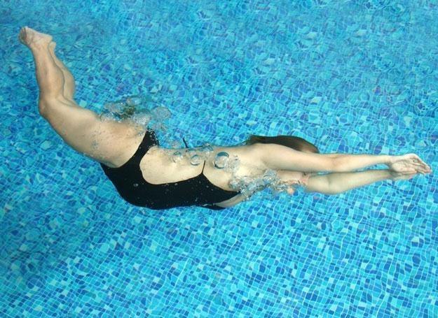 Eksperci przekonują, że pływanie jest jedną z najbardziej wskazanych form aktywności w ciąży /© Panthermedia