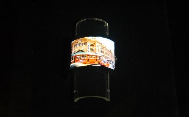 Elastyczny ekran IGZO zaprezentowany na targach CES 2013 /INTERIA.PL
