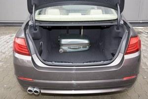Eleganckie wykończenie, praktyczne przegródki po bokach, 520 litrów (kombi:560-1670 l, GT: 440-1700 l). /Motor