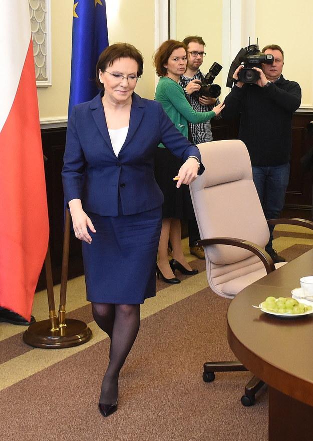 Elegancko i skromnie - tak ubiera się premier Ewa Kopacz /Radek Pietruszka /PAP