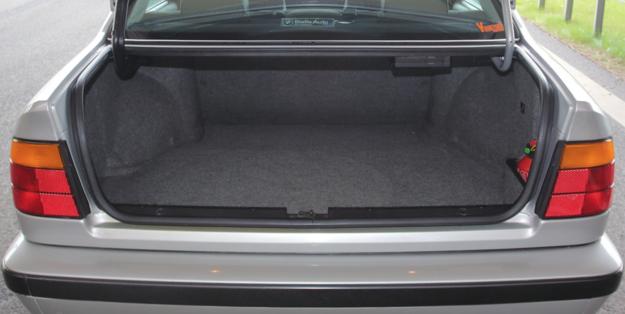 Elegancko wykończony bagażnik sedana ma 460 litrów. W kombi pojemność jest taka sama. /Motor