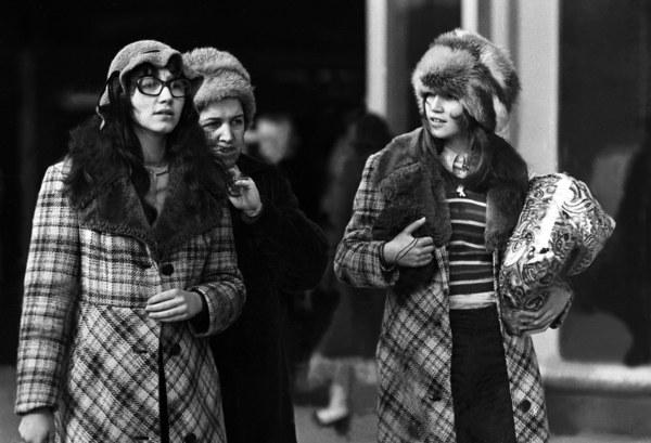 Warszawa, 1972 r., wiosenna moda na ulicy