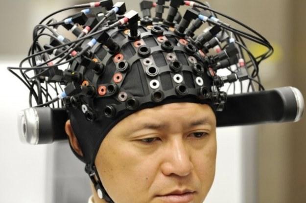 Elektrody do czytania myśli mogą dać szansę sparaliżowanym na porozumienie się z otoczeniem /AFP