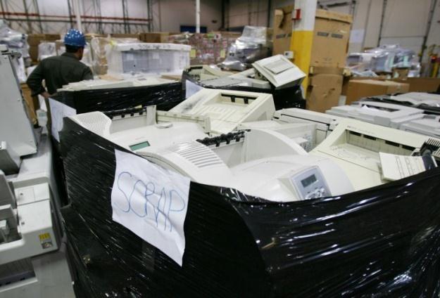 Elektroniczny złom do duży problem dla środowiska naturalnego /AFP