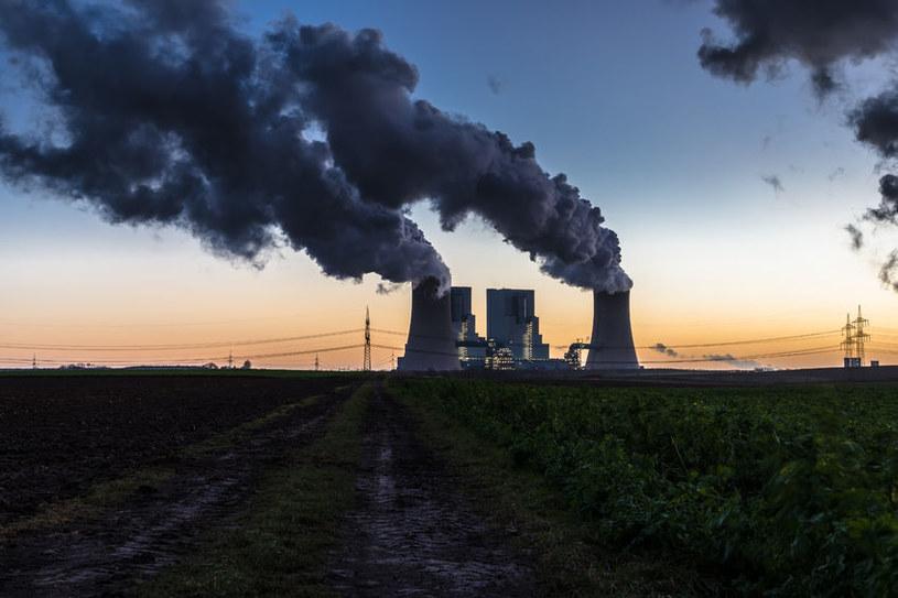 Elektrownie węglowe wciąż są niezwykle popularne w Polsce /©123RF/PICSEL
