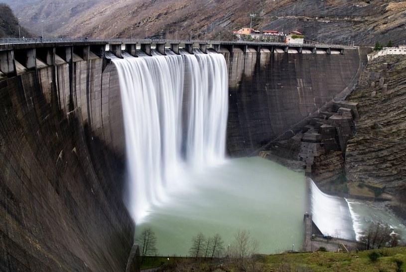 Elektrownie wodne są coraz częściej budowane na całym świecie /©123RF/PICSEL