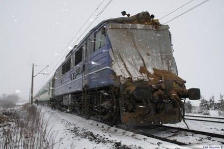 Elektrowóz po zderzeniu z ciągnikiem siodłowym /Policja