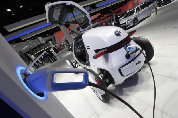 Elektryczne auta mają zrewolucjonizować transport /AFP