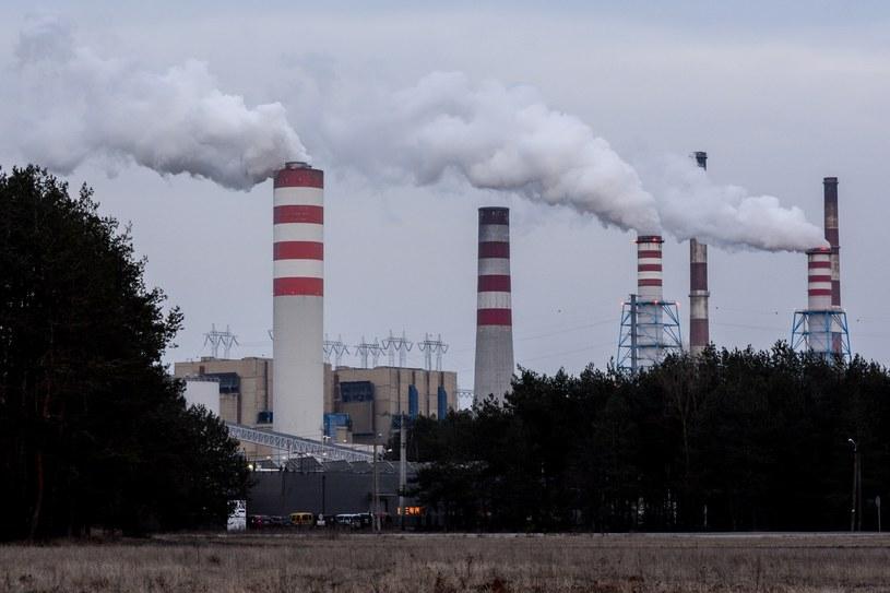 Elektryczne samochody będą w gruncie rzeczy jeździć na węglu /Mariusz Gaczyński /East News